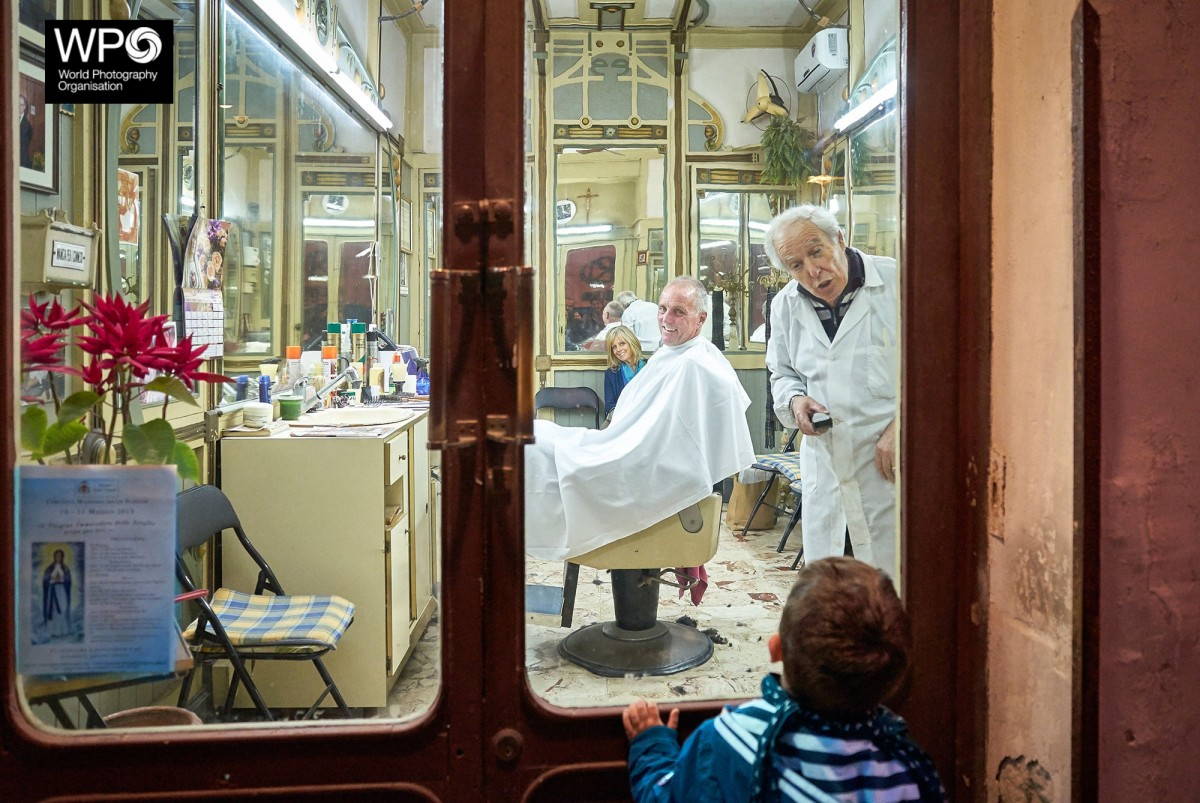 The-Barber-Shop,-Siracusa,-May-2015